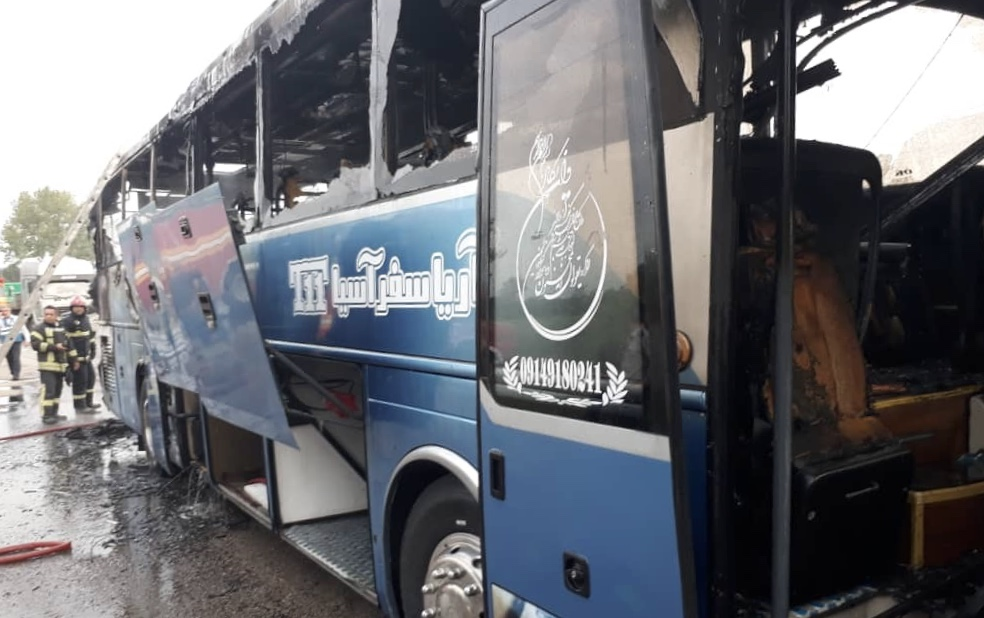 حریق شدید اتوبوس رنو در محور فومن-سراوان