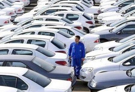 تنها عدهی محدودی از مردم و دلالان از سود فروش فوری خودرو منتفع میشوند