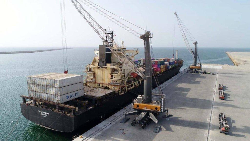 چهار کشتی حامل کالای اساسی وارد بندر شهید بهشتی چابهار شد